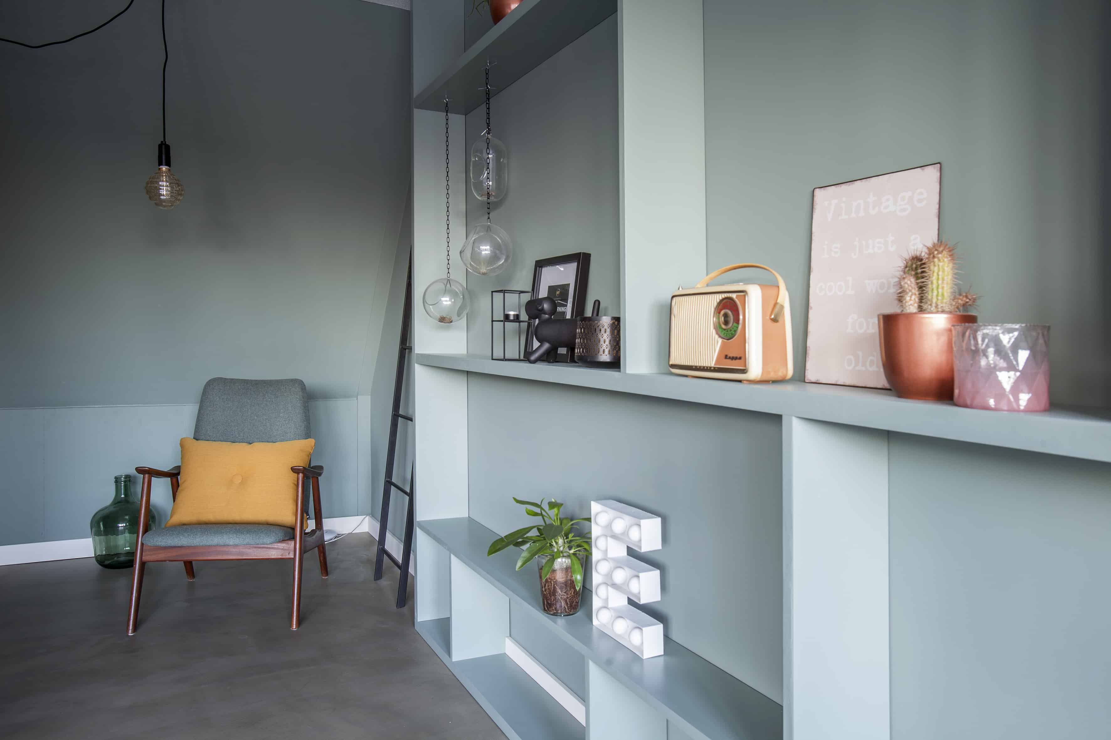 reuzenletterbak-styling-interieurontwerp-slaapkamer-histor-cassave-egalisatievloer